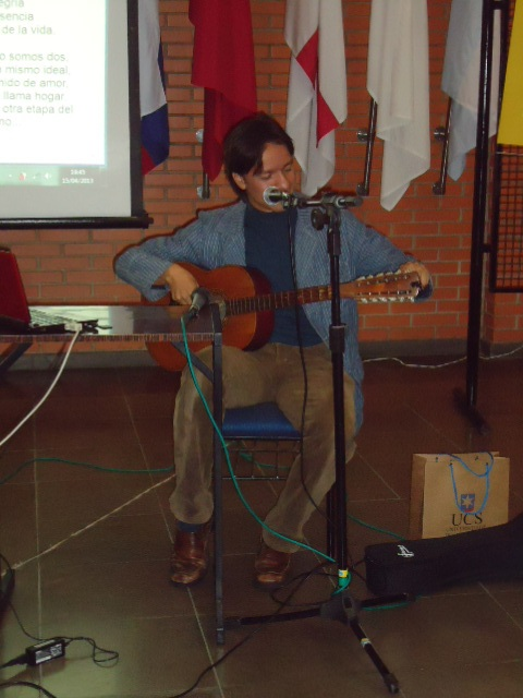 Jesus violão tocando