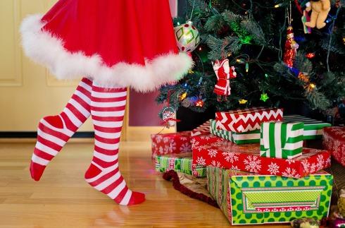 decorating-christmas-tree-2999718_1920